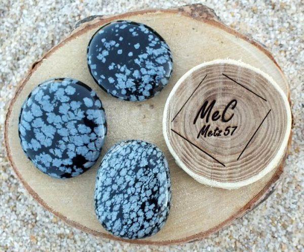 Obsidienne floconneuse galet mineraux et cristaux