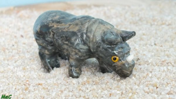 Rhinocéros stéatite moyen 1 mineraux et cristaux